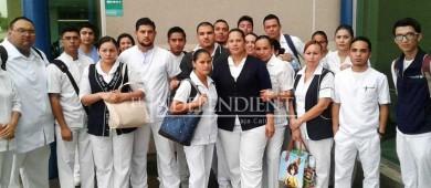 Protestan enfermeros del Salvatierra por falta de pago