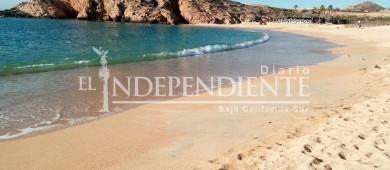 Derrame de agua potable provoca mancha marrón en playa Santa María
