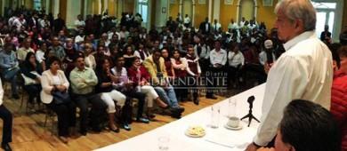 Disputa por sucesión presidencial es en México, no en el extranjero: AMLO
