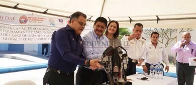 Entregan equipos de oxígenos a bomberos de La Paz