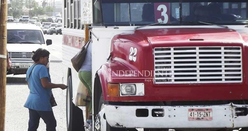 """""""Caro y obsoleto"""", el transporte público en Los Cabos: Ciudadanos"""