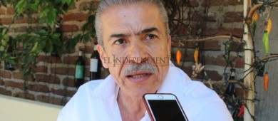 Es decisión de Cabildo convocar a mi suplente, advierte regidor con licencia Flores Romero