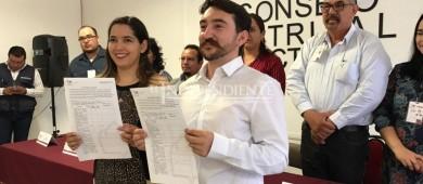 Frank Aguirre se registra como candidato independiente por la diputación del distrito II