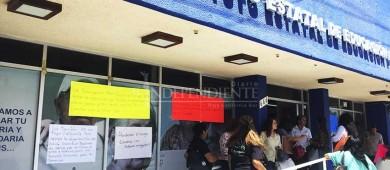 Se manifiestan trabajadores del sindicato del IEEA; piden aumento salarial