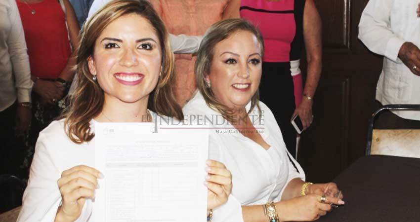 Susana Zatarain entrega requisitos para registrarse como candidata a diputada por el Distrito 1 de BCS