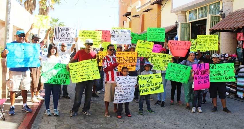 Continúa protesta de prestadores de servicios náuticos en Marina de CSL