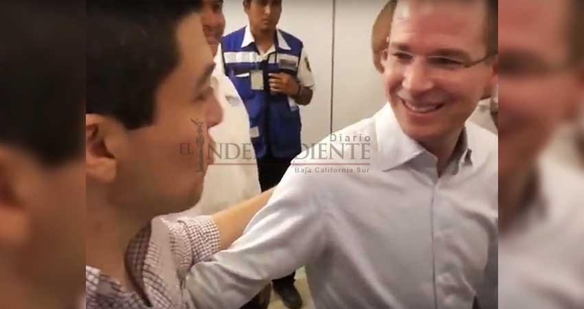 Hombre confronta a Anaya en Mérida por el presunto lavado de dinero