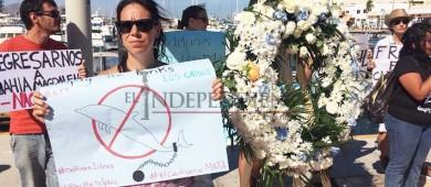 Con manifestación piden el cierre de delfinarios en Los Cabos