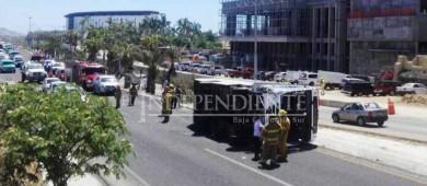 Vuelca autobús de pasajeros en el corredor turístico de Los Cabos