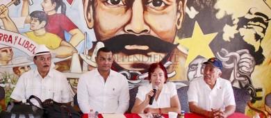 Firma candidato del PT a la alcaldía acuerdo contra minería