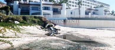 Denuncian vertimiento de aguas a la playa frente al hotel Marquis Los Cabos