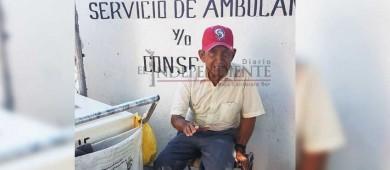Don Carlos, más de 10 años empujando su carrito de helados y deleitando paladares