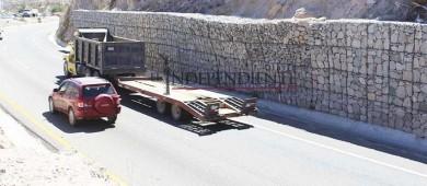 Preocupa a automovilistas supuesto deslave en Cerro Colorado