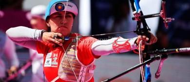 Aída Román avanza a tercera ronda en Mundial de Tiro con Arco