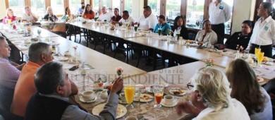 Candidatos y suplentes de PANAL invitados del Grupo Madrugadores de Los Cabos