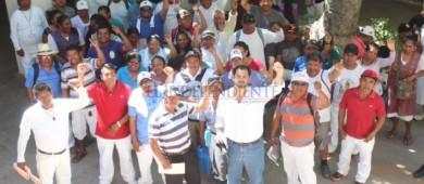 Se manifiestan vendedores ambulantes de playa en Palacio Municipal
