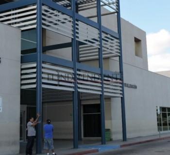 Muere mujer con cáncer en el estacionamiento del Salvatierra; no fue atendida