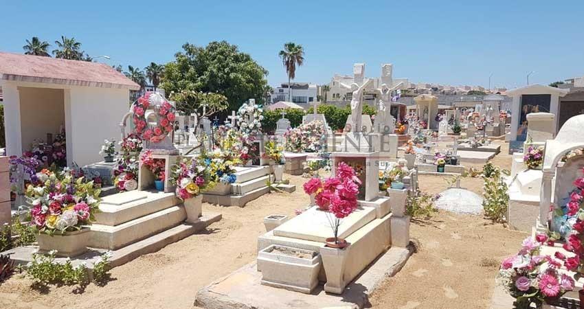 El panteón, un perdurable recuerdo en el Día de Las Madres