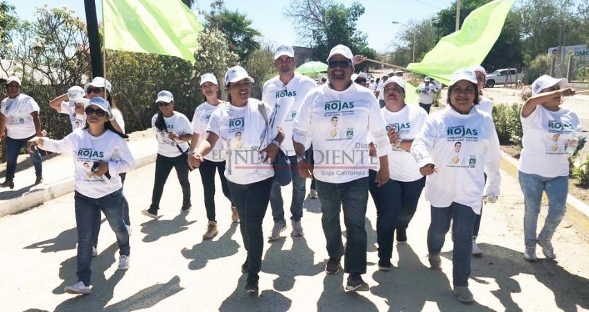Durante caminatas y visitas de casa por casa se compromete Rojas Tirado a mejorar los servicios públicos de Los Cabos