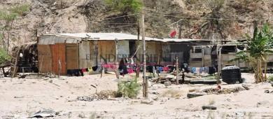 """""""Dios nos libre de quedarnos sin casa por el huracán"""": familias del vado de Santa Rosa"""