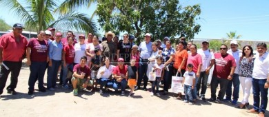 Visita Rubén Muñoz la comunidad San Juan De la Costa