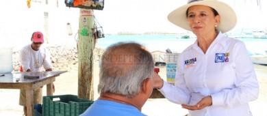 Comprometida con el sector pesquero del Manglito: Martha Villarreal