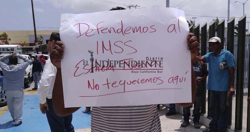 Se manifiestan contra Esthela Ponce, ahora en la subdelegación de CSL