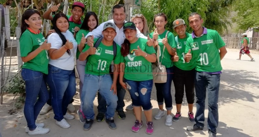 Se compromete Saúl González a incorporar el Centro Municipal de Becas en La Paz