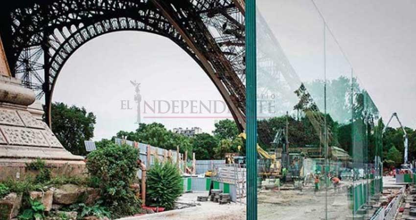 Colocan muros a la Torre Eiffel