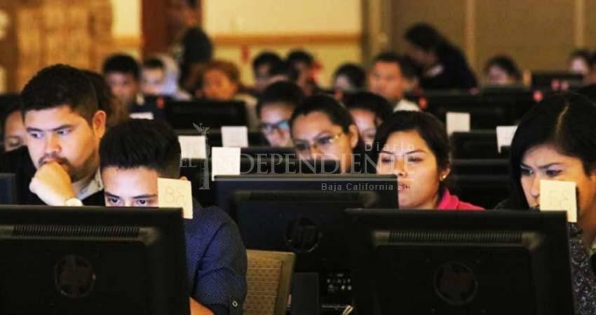 Empresarios y oposición defienden existencia del INEE