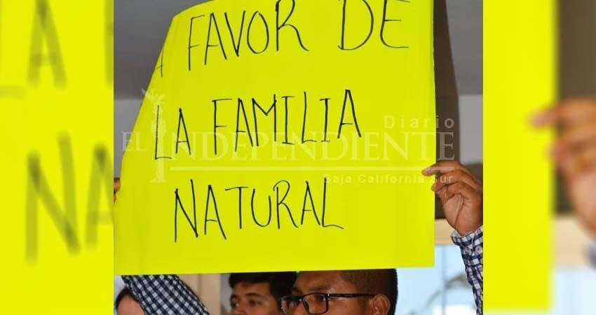 Acarreados del Frente por la Familia protestaron contra Matrimonio Igualitario
