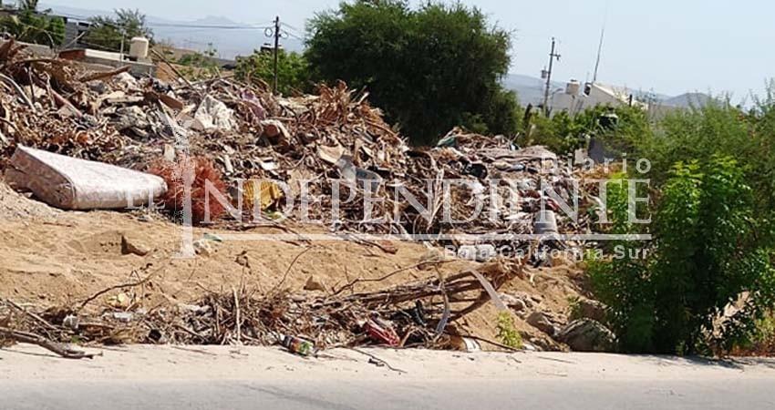 Rellenan bordo de calle Ernesto Arámburo de SJC con basura