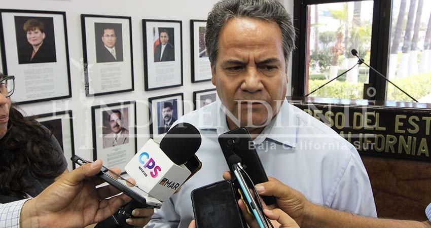 """Si Víctor Castro está """"obsesionado"""" con ser gobernador, que renuncie: Ramiro Ruíz"""