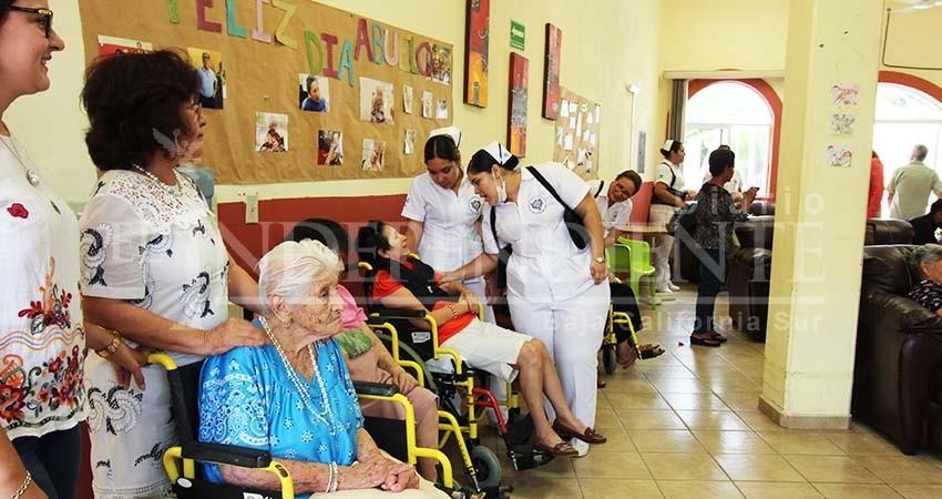 Por falta de recursos, opera a media capacidad el Asilo de Ancianos La Paz