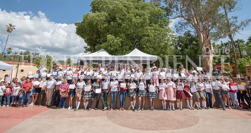 Inició Argonaut Gold ciclo escolar con 143 becados en San Antonio y Los Planes