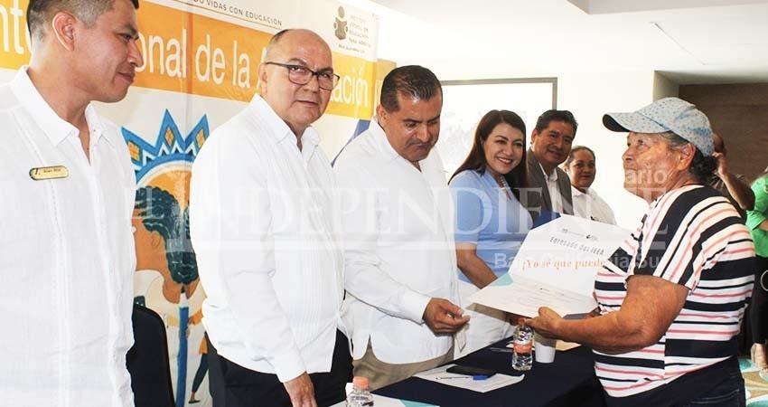 Con anuncio de posible recorte presupuestal, IEEA BCS celebra Día Internacional de Alfabetización