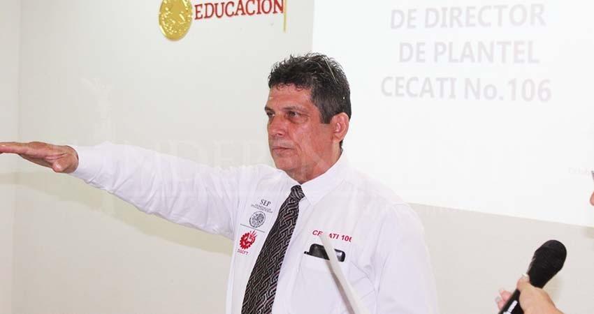Toma protesta Ariel Mayoral como director del Cecati 106