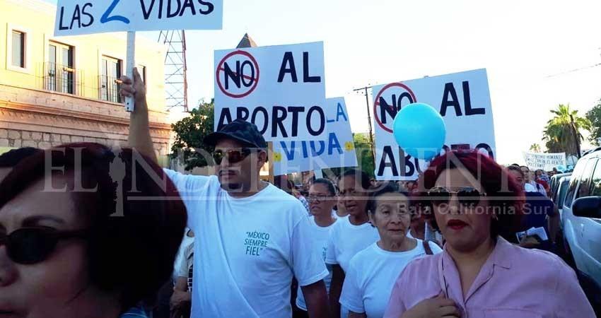 Ciudadanos de BCS marchan en contra de la despenalización del aborto