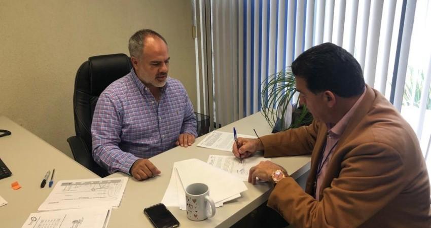 Firma Alcalde convenio con PEMEX para donación de asfalto para La Paz