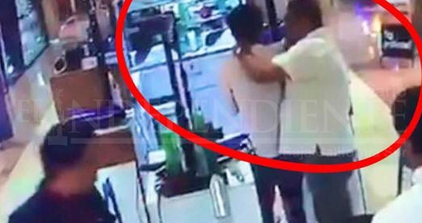 Denuncian a Herminio Corral por golpear a un trabajador en una plaza comercial