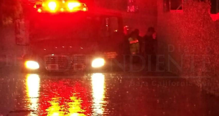 Evacúan a pacientes y personal del IMSS - SJC por inundaciones