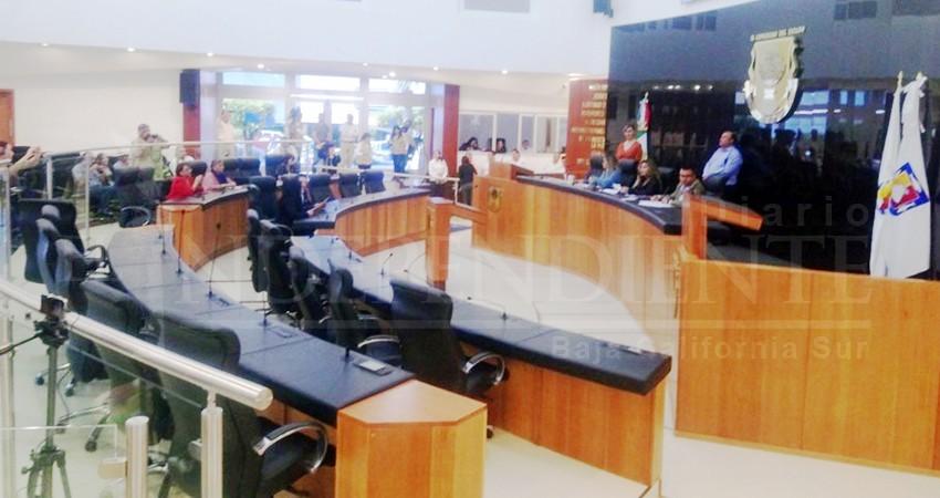 Suspende sesión en el Congreso por ausencia de diputados de Morena