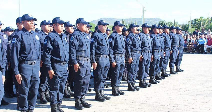 """Simula Rubén Muñoz """"homologación"""" salarial, acusan policías"""