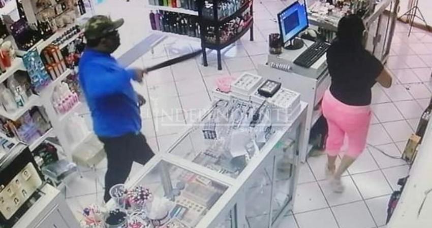 Con machete en mano asaltó un negocio en La Paz