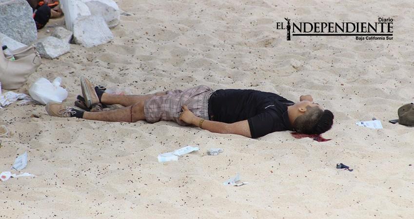 Masacre en playa Palmilla; asesinan a 3 hombres e hieren a otros dos