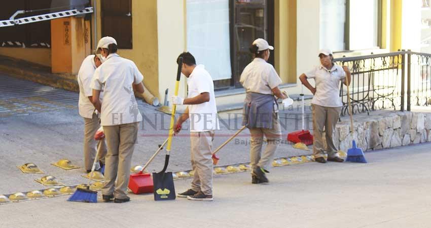 Ciudadanos y empresarios limpian a profundidad zona turística de CSL