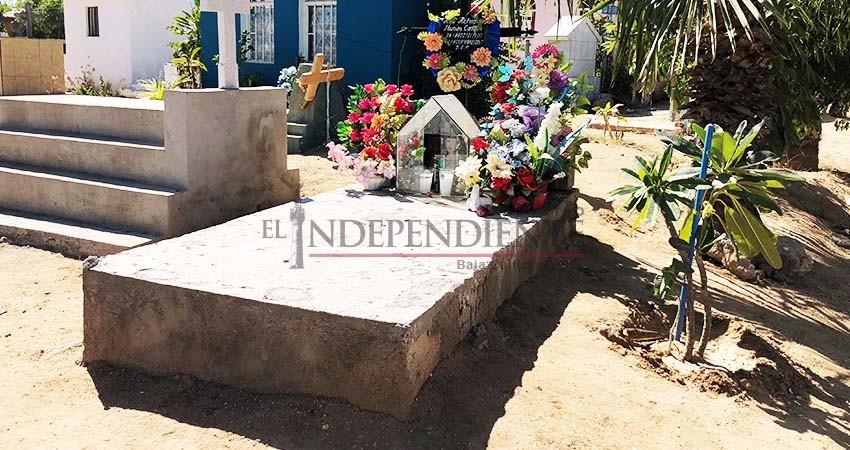 Panteones de Los Cabos se visten de colores