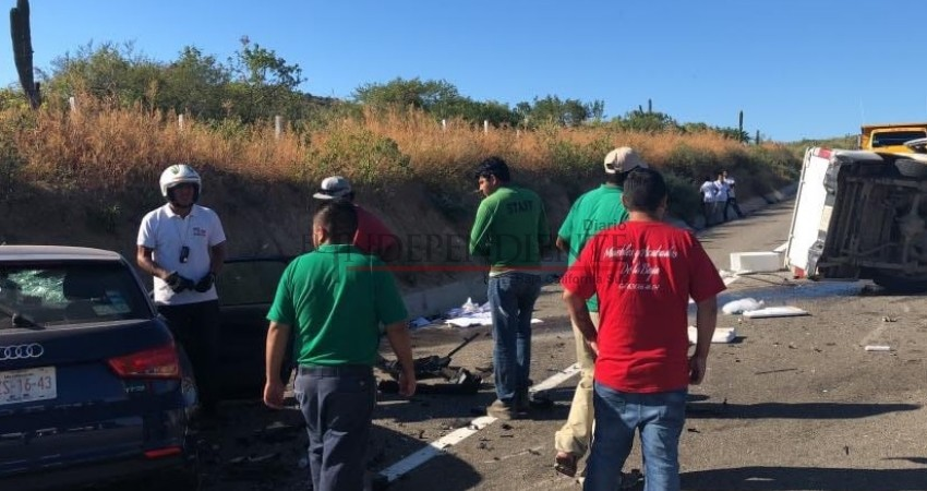 Dos muertos en choque frontal en Carretera CSL - Todos Santos