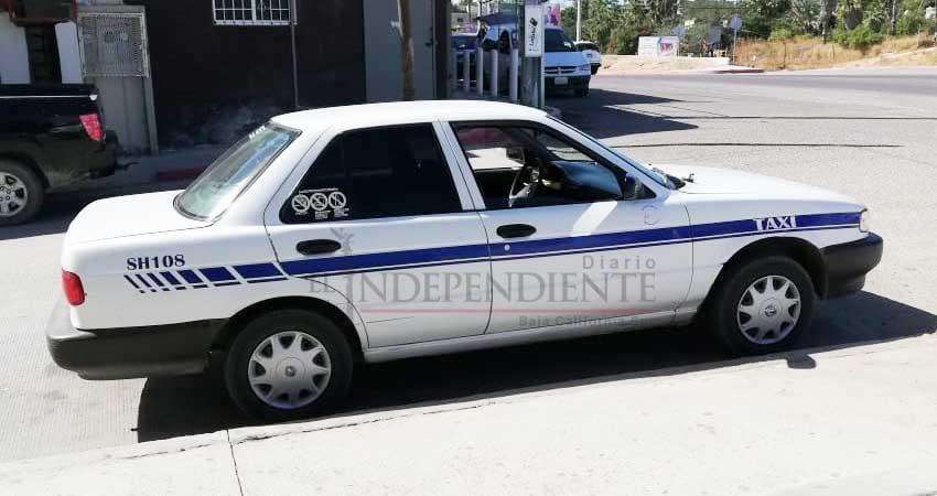 """Se deslindan taxistas de operativos para """"cazar"""" unidades Uber en Los Cabos"""