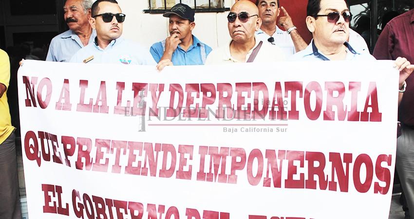 """""""Diputados querían madrugarnos… no a la Ley de Movilidad"""": transportistas de BCS"""